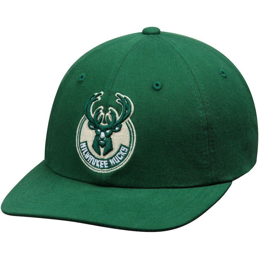 Men s Milwaukee Bucks Mitchell   Ness Green Basic Washed Flex Hat ... 02d890f694cf