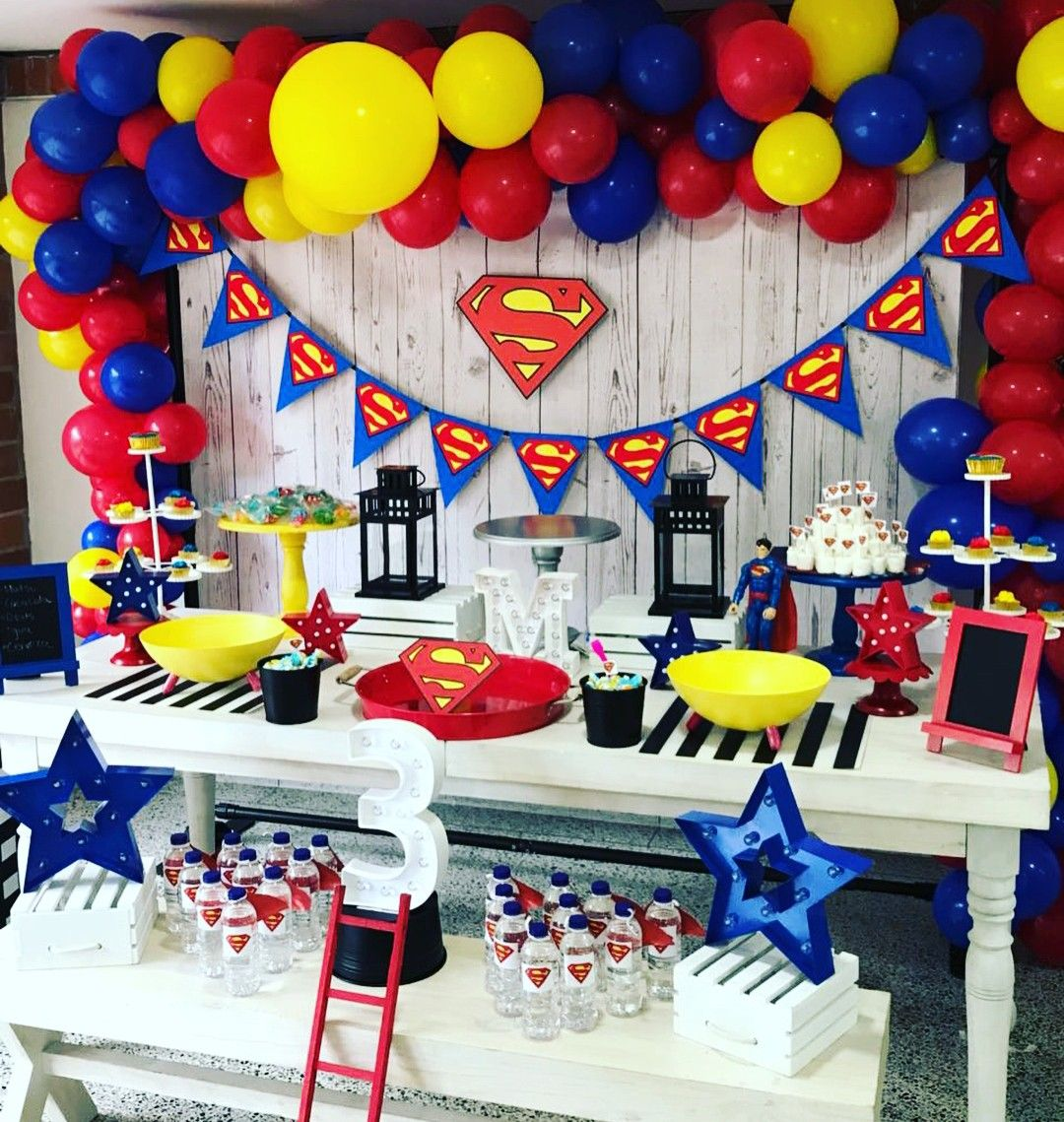 Superman  Superman birthday party decorations, Superman party