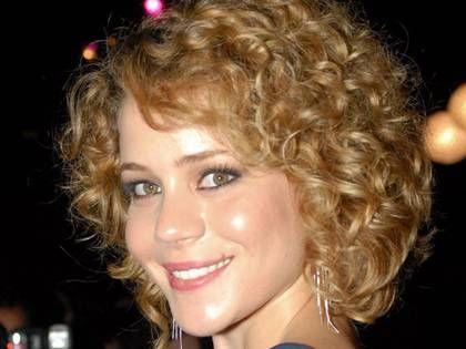 *Por Virginia Pinheiro Não lute contra os seus cabelos, lute a favor deles. Liberte os seus cabelos! Envergonhadas de seu...