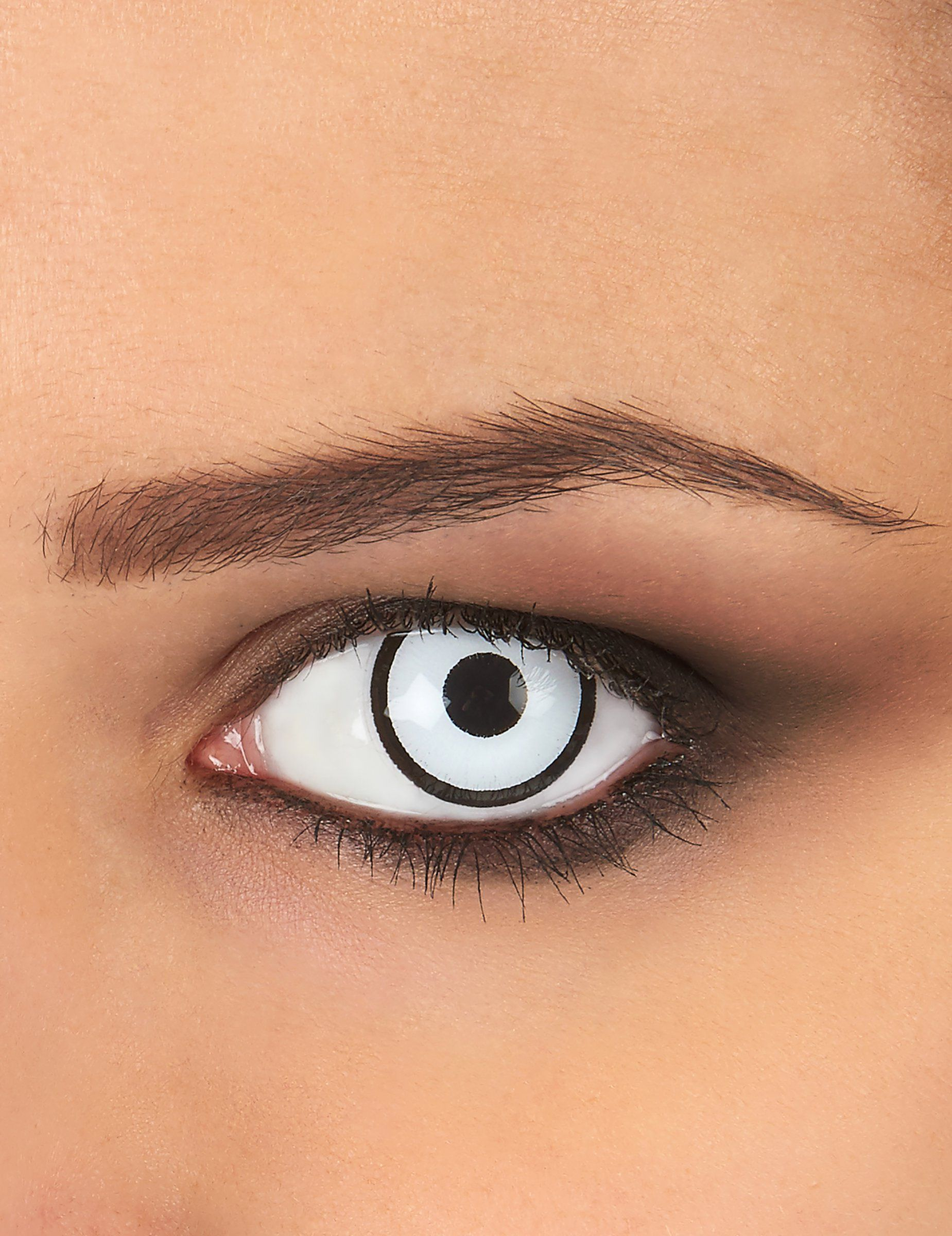 0564da0067429 Estas lentes de contacto de fantasía de color blanco y negro son perfectas  para completar tu disfraz de Haloween