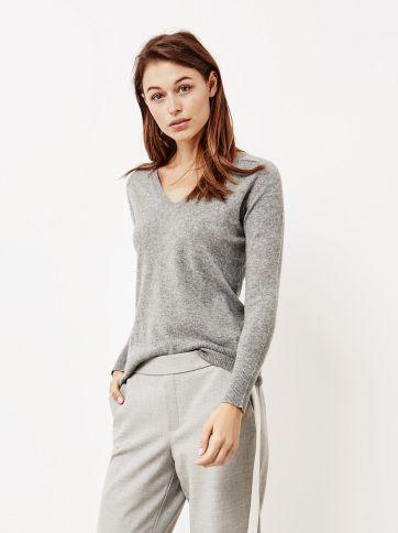 85ed7de2e61 Women s Fitted V-neck - Soft Goat - 100 % cashmere