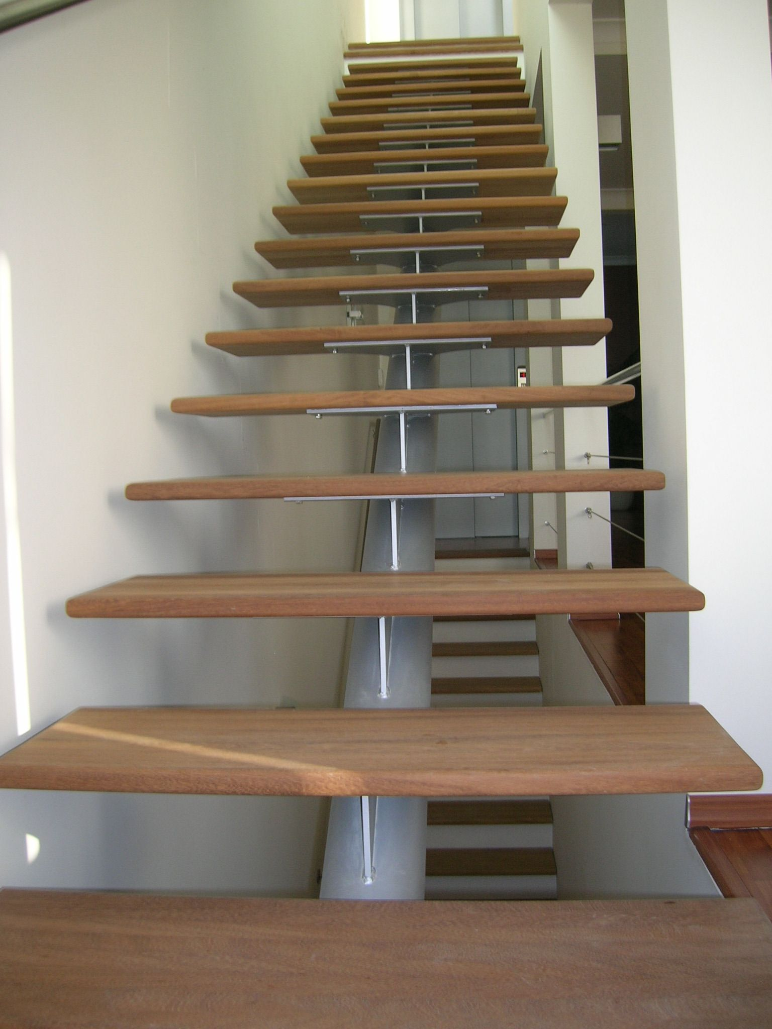 Best Click To Close Stairs Pinterest Modern Staircases 400 x 300