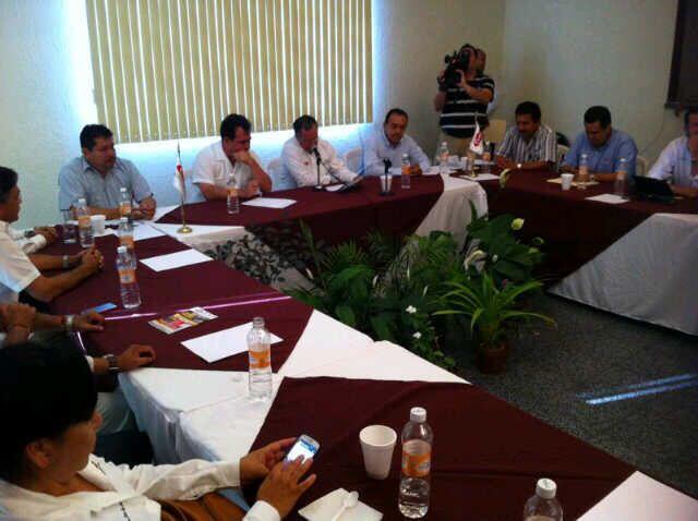En reunión con la Cámara Mexicana de la Industria de la Construcción en Coatzacoalcos.
