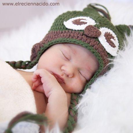 Gorro crochet buho marrón y verde hecho a mano  70de8ccd966