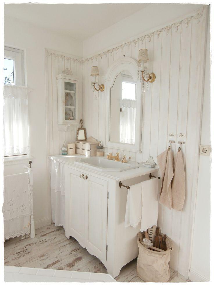 Bathroom shabby chic and white #shabbychicbathroomsdiy Shabby chic