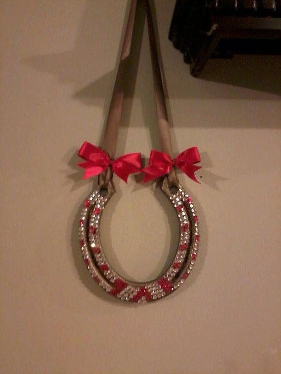 Bejeweled horseshoe. Great Christmas decorations for my ...
