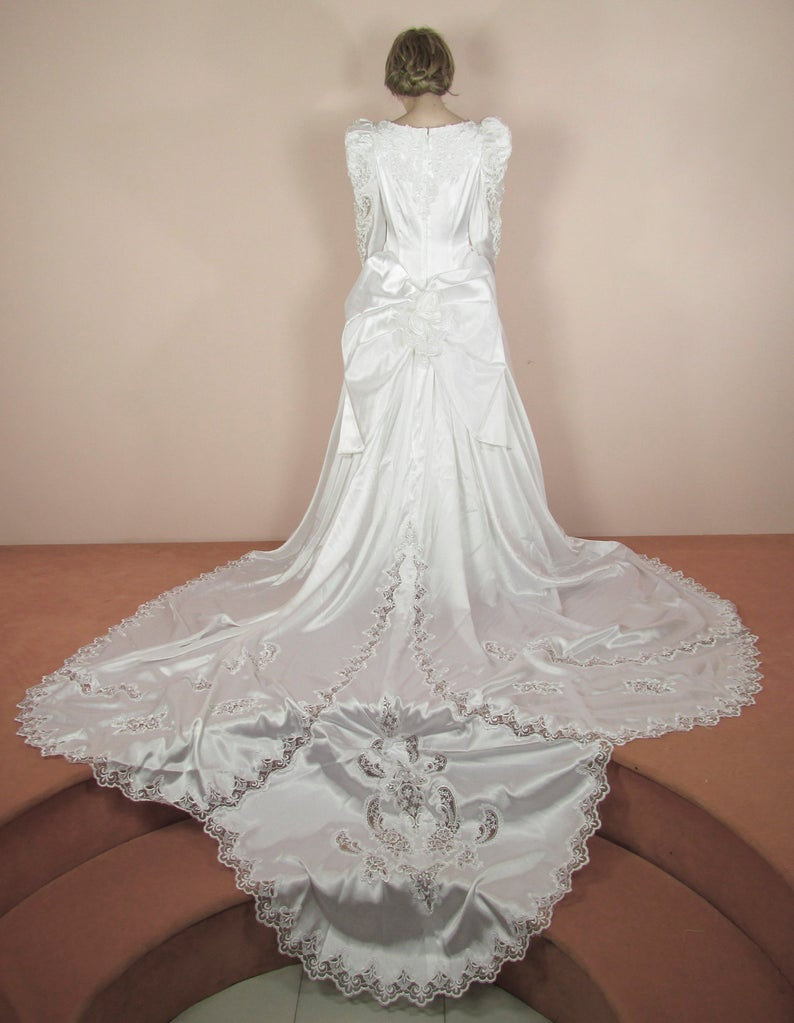 White Wedding Dress 80s Vintage bridal gown from 1980s