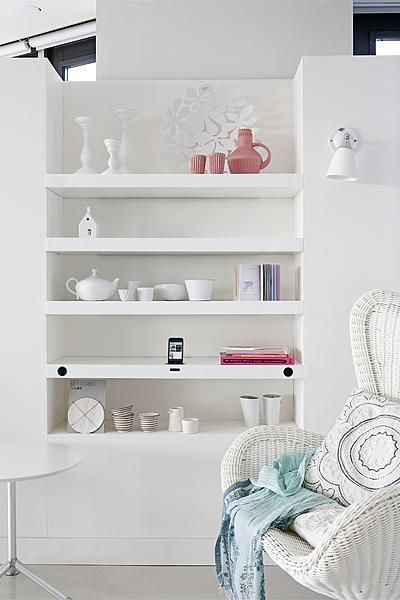 Stylish shelves ideas pinterest rangement dressing for Minimalisme rangement