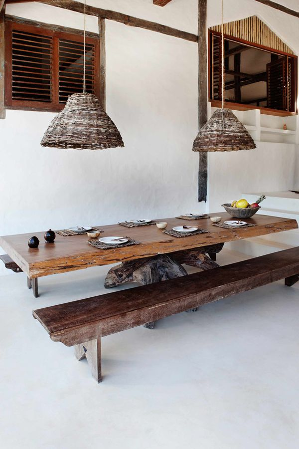 Casa de praia em Trancoso - Decoração rústica e aconchegante - Casa Tiba - Mesa de jantar branco e madeira ( Projeto: Vida de Vila )