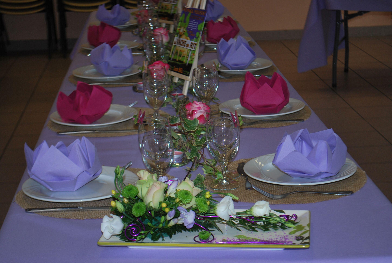Décor floral Mauve et Fushia à la salle communale de Besnarville