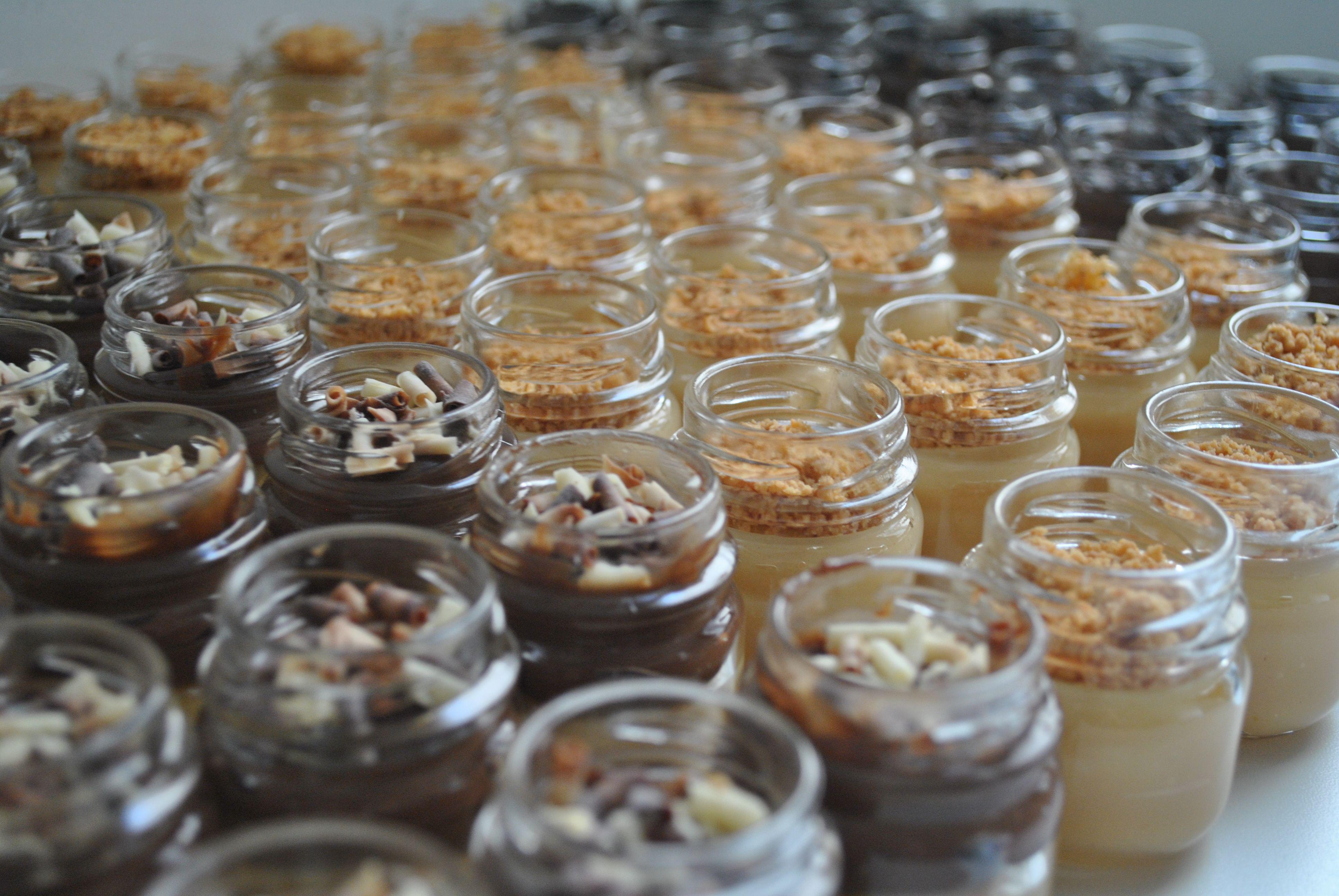Potinho de brigadeiro gourmet nos sabores paçoquinha, casadinho e dark. Veja mais em  http://www.giveagift.com.br/