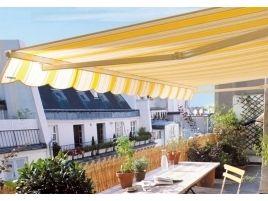 Arredare una terrazza: fiori, piante e sedie per momenti di relax ...