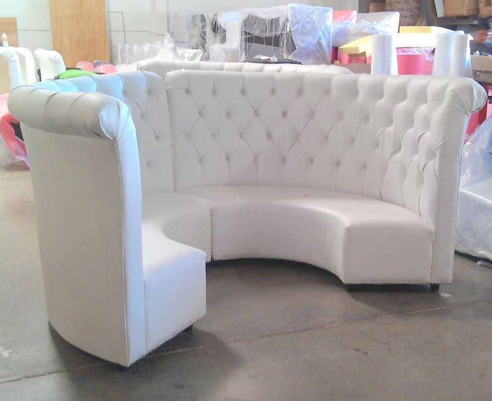 banquette bench seatting with hanglam decoration | Curved tufted high back banquettes | Vs ideas in 2019 ...