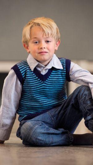ee398d5853f Strikkeopskrift | Strik klassisk drengevest | Sjov strik til børn | Lun og  blød børnestrik