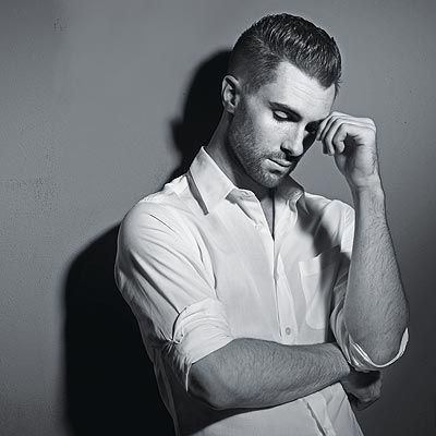 Love Adam Levine's style. <3 This girl enjoys looking at a man with a little stubble on the face. ;-)