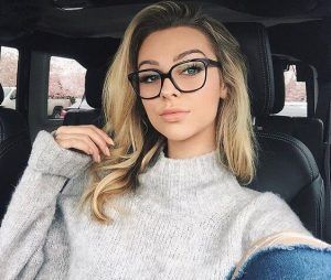 Do you wear glasses but have no idea on how to style your glasses with your hair... -  Do you wear glasses but have no idea on how to style your glasses with your hair? We have written d - #Glasses #Hair #Idea #plussizedresses #Style #Wear #womenglasses