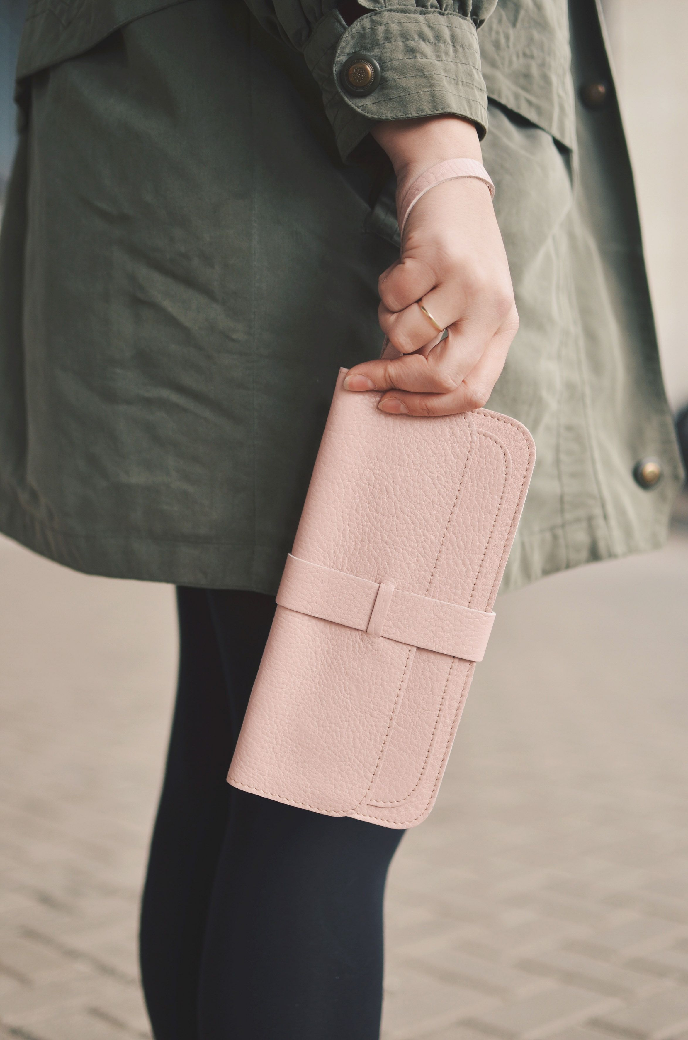 Keecie. Top secret leather clutch in the color soft pink