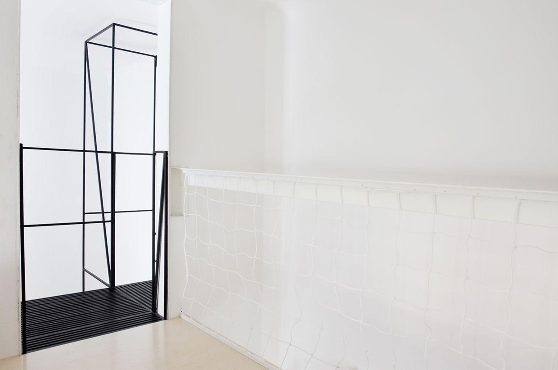 Scala in metallo moderna e minimalista http://www.differentdesign.it/scala-metallo-moderna-e-minimalista/ Una #scala in metallo dai profili sottili e dalla linea spiccatamente minimalista...