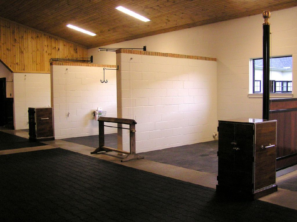Wash Stall And Grooming Stall With Concrete Walls Barn Interior Barn Design Barn Stables