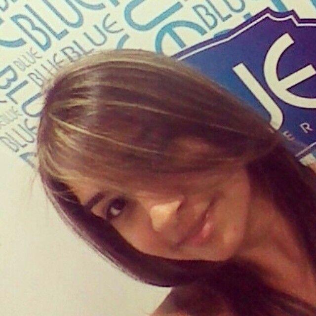 Mechas color castaños peluquería BLUE Barranquilla.
