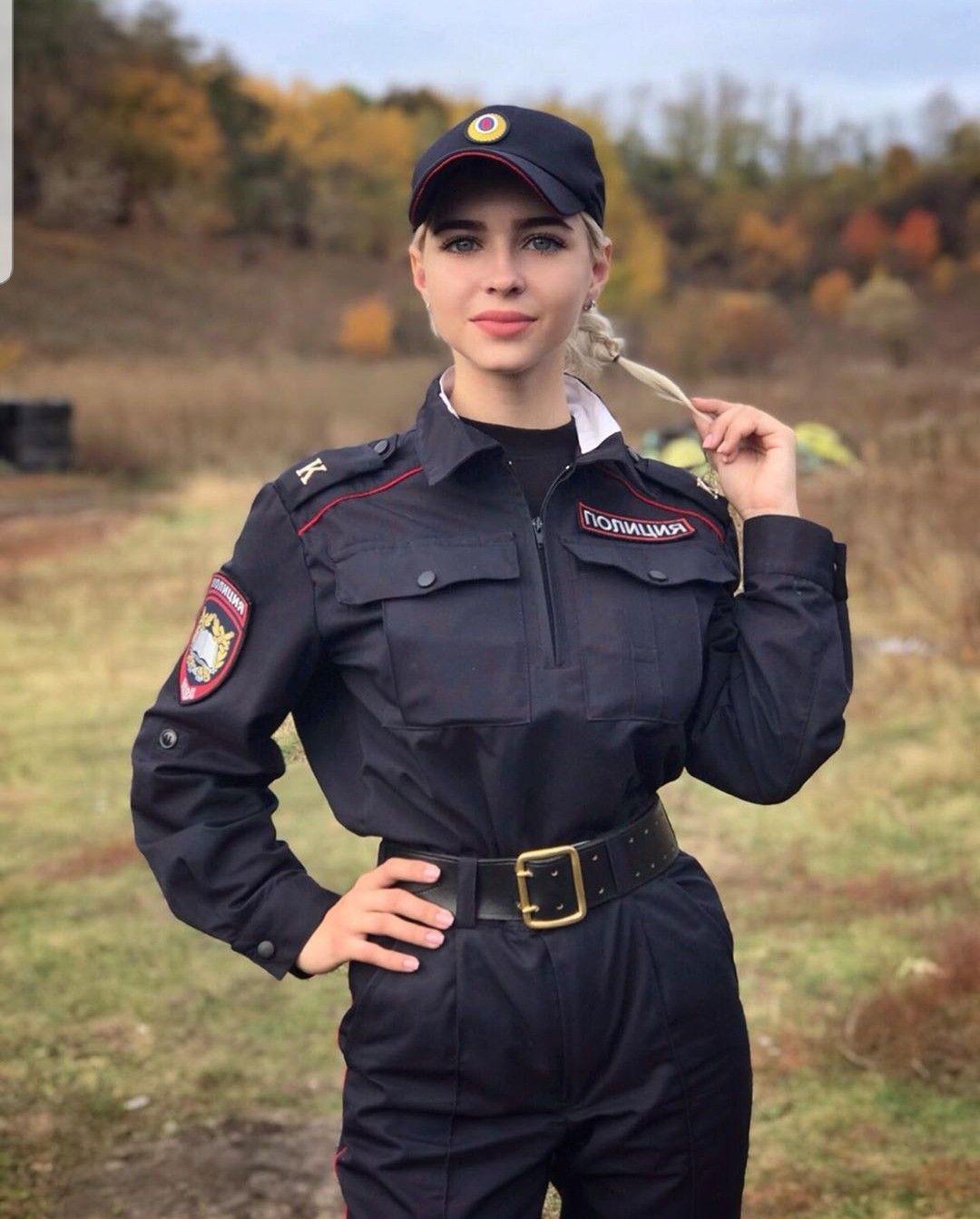 hakan Falez adlı kullanıcının women in uniform panosundaki Pin