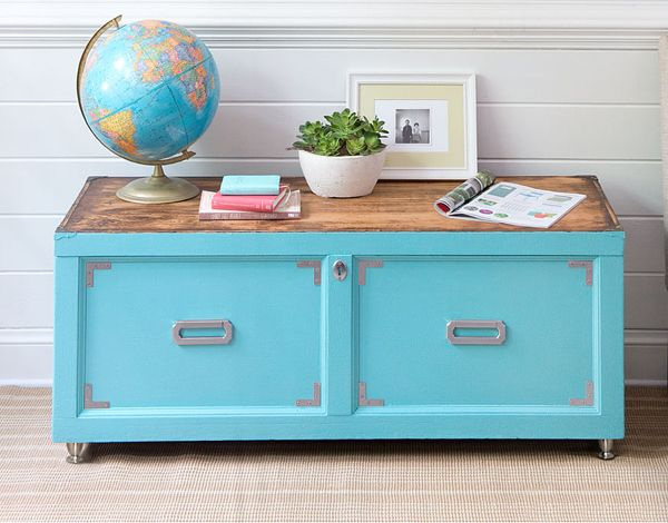 In this simple furniture makeover, we show you how easy it is to renew an old wooden chest with paint and new cabinet hardware.