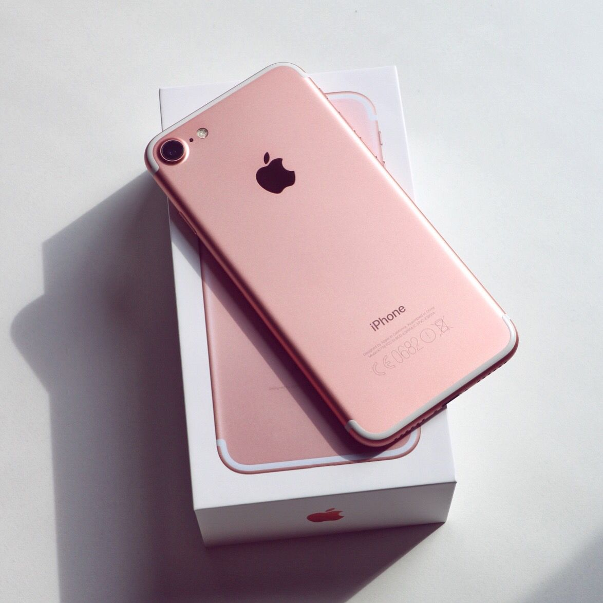 apple iphone 7 colors. rose gold iphone 7 plus. it has a great camera and #1 on my apple iphone colors