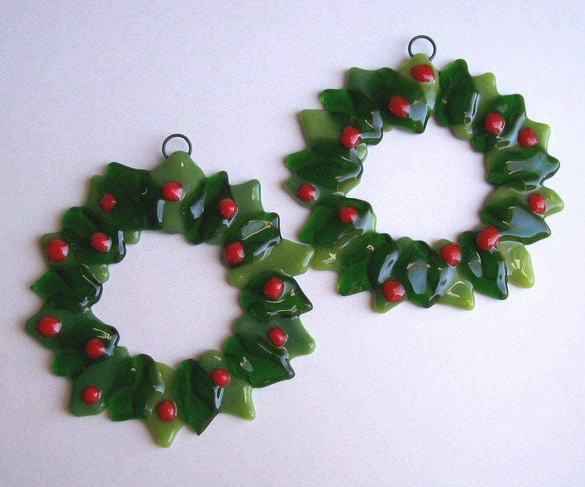 Holly christmas ornaments - Fused Glass Christmas Ornaments Holly Wreaths By Cdchilds On Etsy