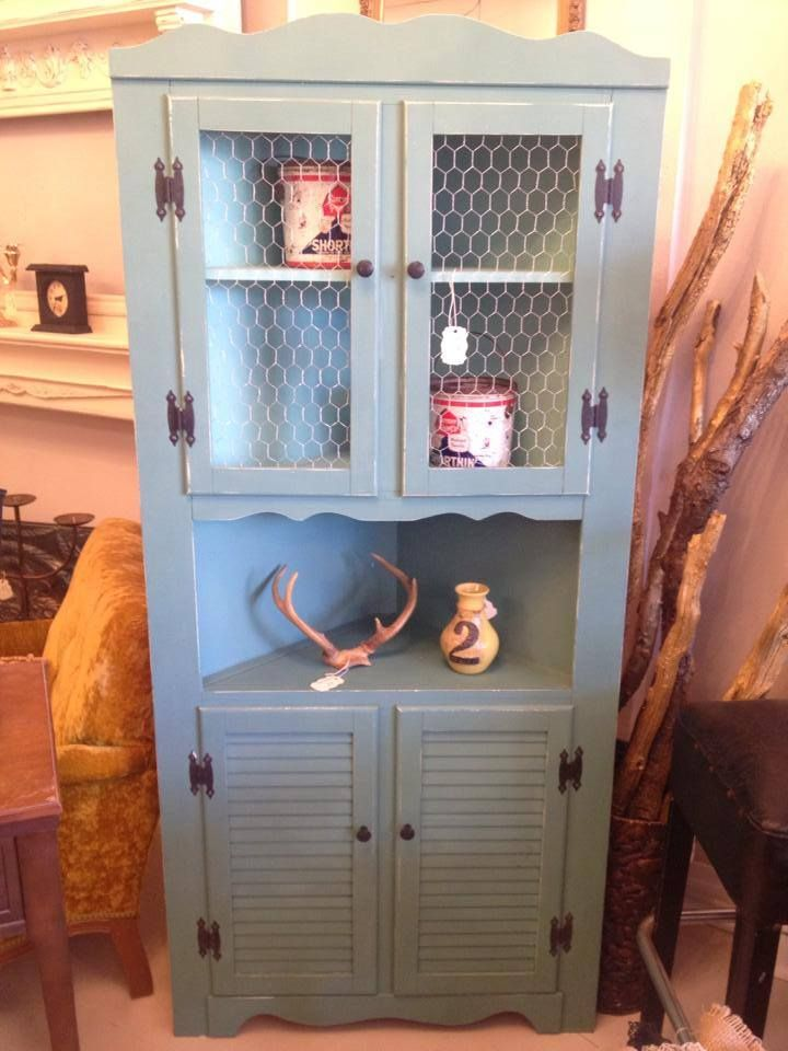 Country Corner Cabinet Shabby Chic With A Scallop Top And En Wire Doors Www