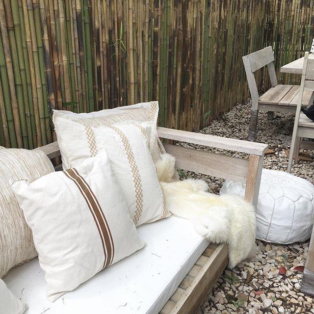 Entre manteles de esta semana ... nuevos almohadones en #LVE ! #decoration #homedecor #home #decoracion #outdoors #interiorismo #interiordesign #decor