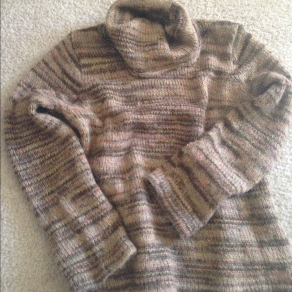 Cozy Alpaca Sweater worn once Gorgeous alpaca sweater, warm and soft. Cowl neck. Perfect with leggings! Sweaters Cowl & Turtlenecks