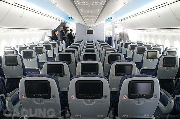 inside united s first 787 dreamliner y class the friendly skies rh pinterest com