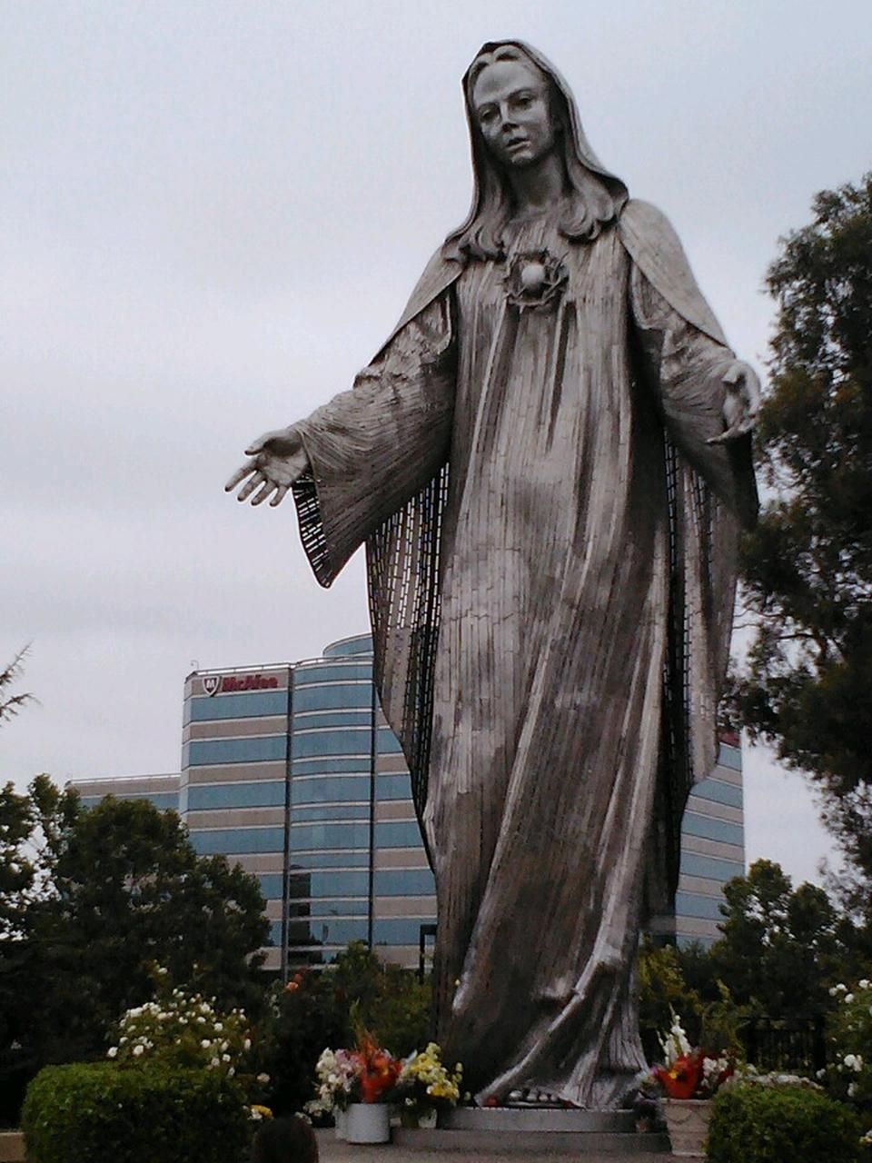 Our Lady Of Sorrows, Statue