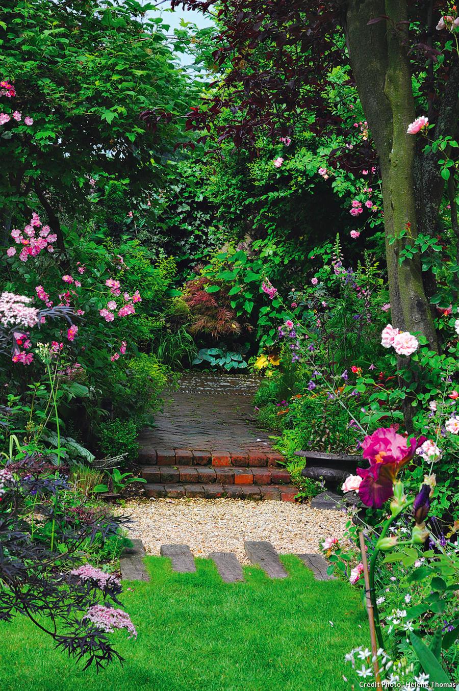 Un jardin boudoir en ville en 2020   Jardins, Joli jardin ...