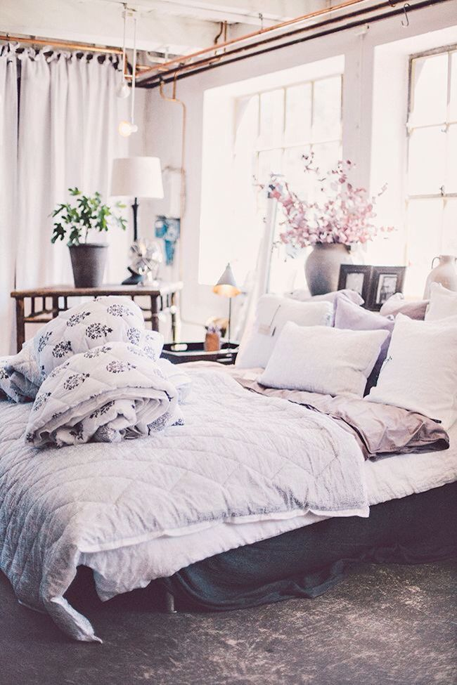 Room decor beautiful white bedroom Onsdagsinspiration
