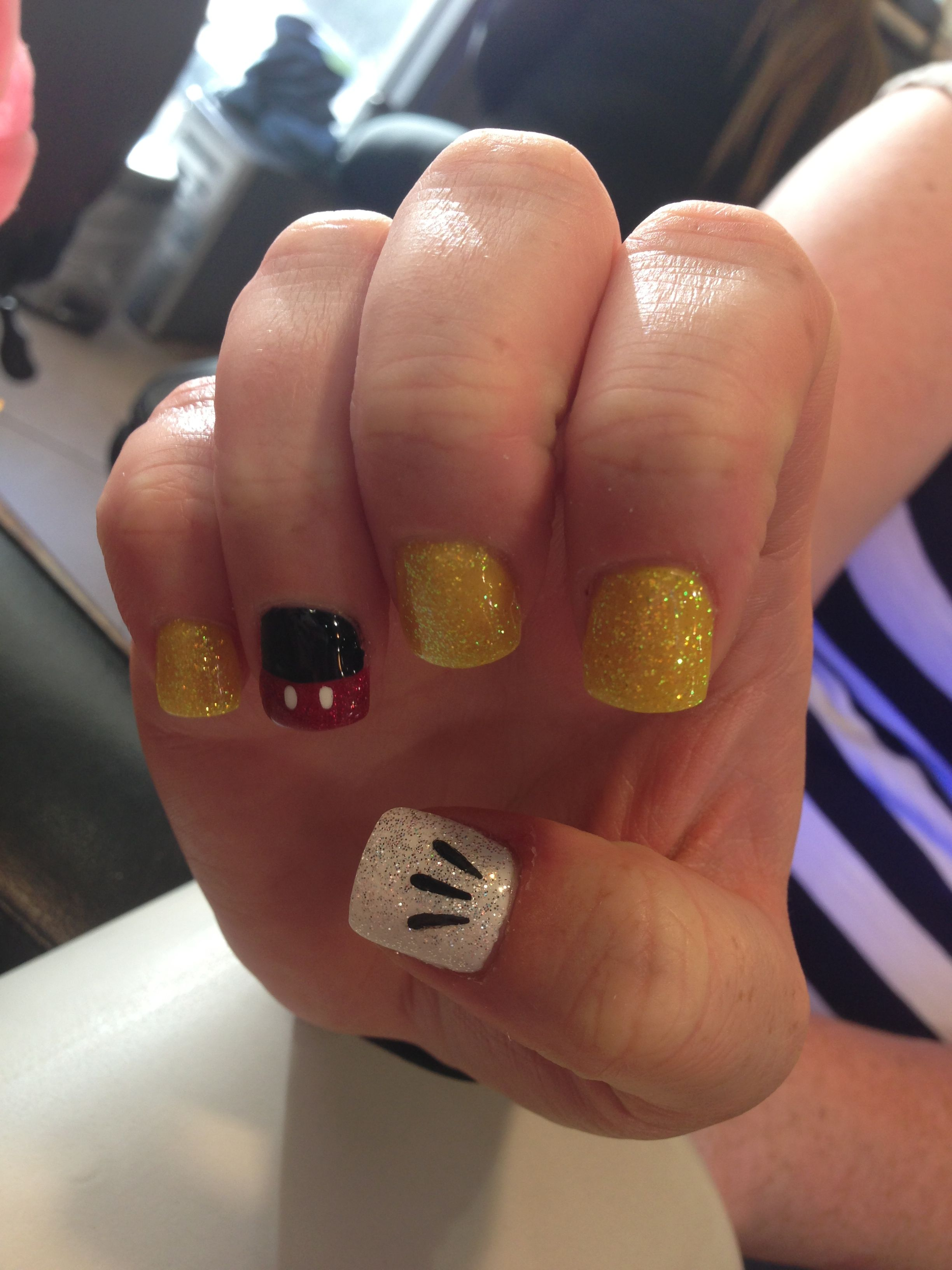 Mickey Mouse/Disneyland glitter nails | Minnie Mouse (Disney ...