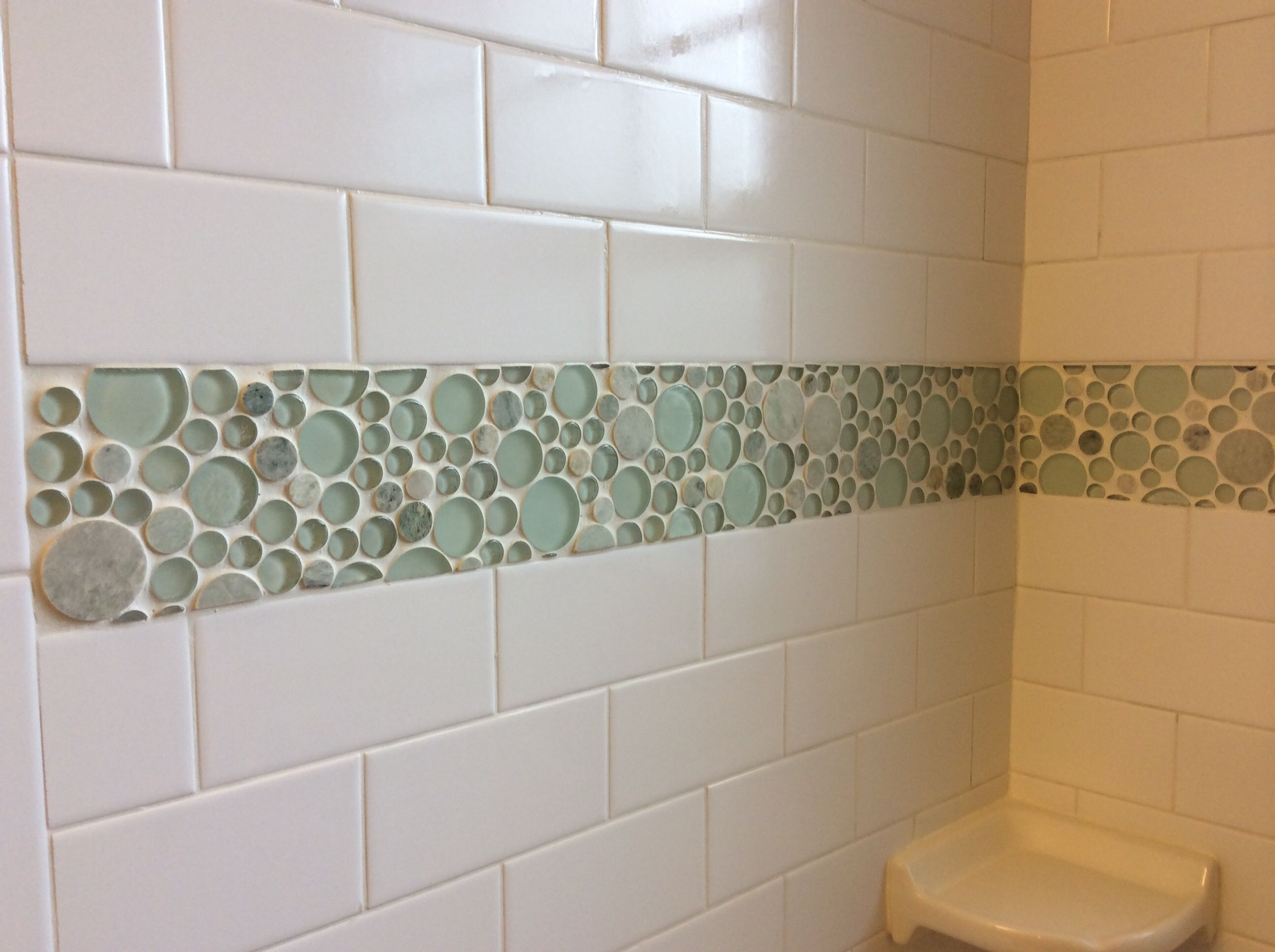 White Shower Tile With Bubble Tile Border Google Search In 2020