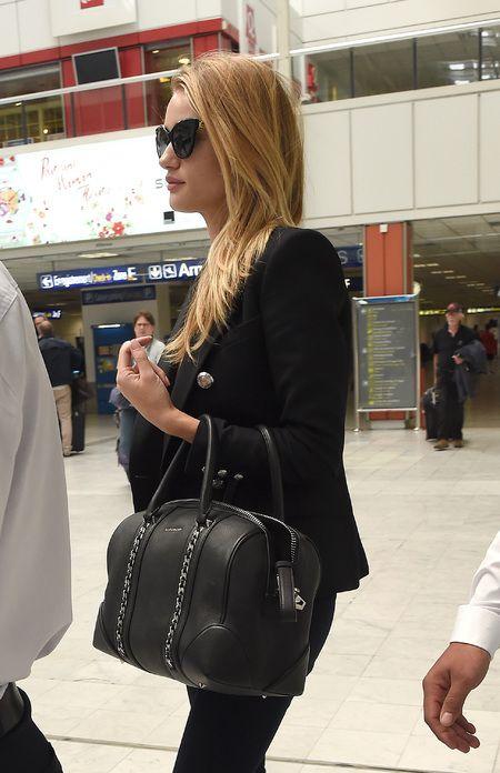 Rosie Huntington-Whiteley s Givenchy Lucrezia chain tote. www.handbag.com 2f72cb16a1c40