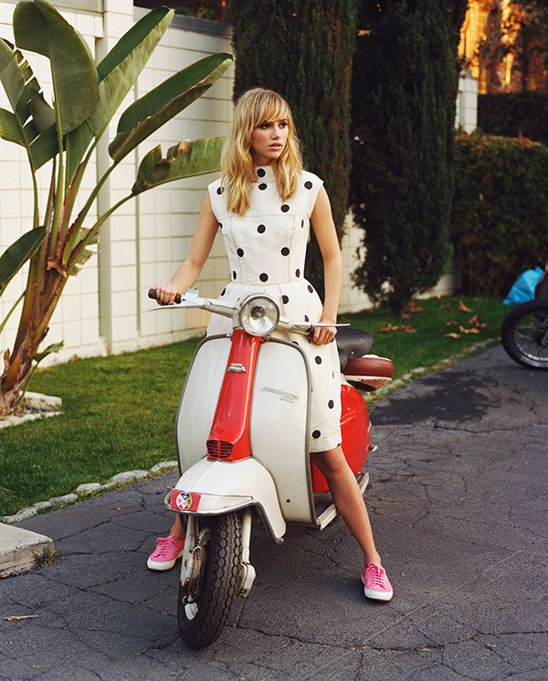 suki-waterhouse-superga-modalia