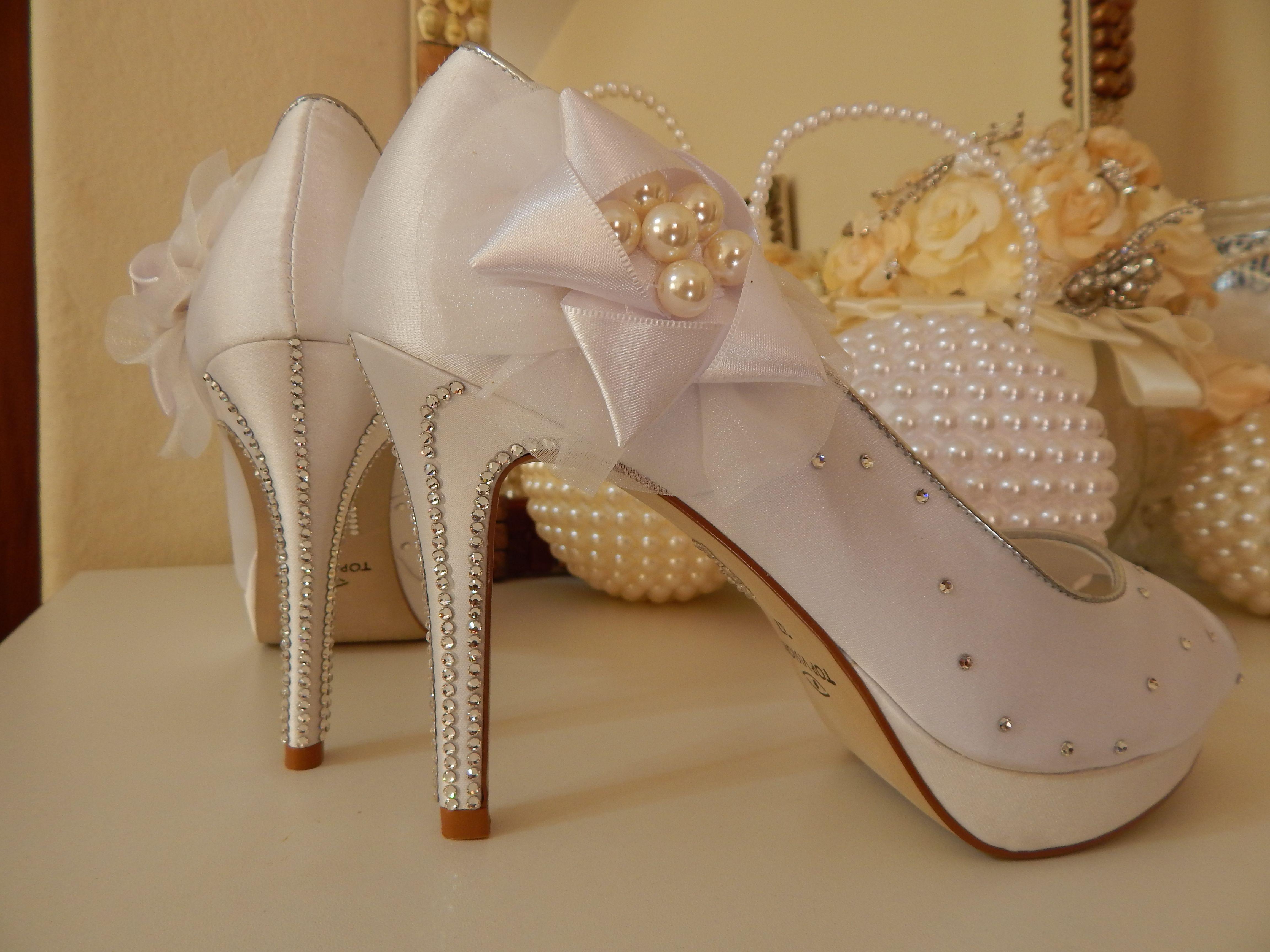4c215ab88 Sapatos customizados com strass da marca Preciosa pela Ornamental  Acessórios Noivas.