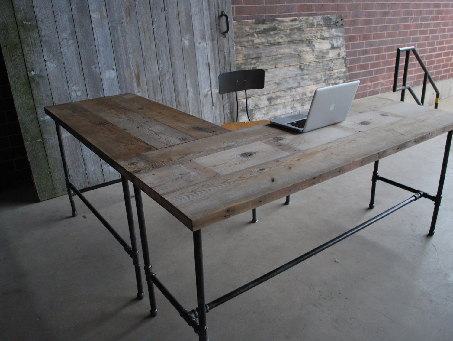Rustic L Shaped Unfinish Wooden Desk With Steel Pipe Table Legs And  Stretcher, Popular Rustic