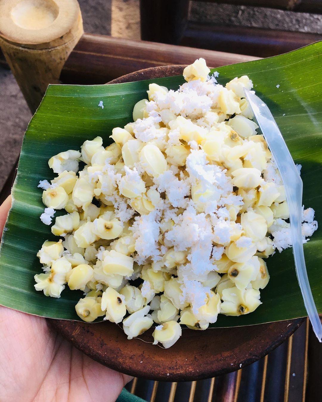 Lusyana Dewi On Instagram Makanan Ini Namanya Grontol Jagung Sesuai Namanya Pasti Terbuat Dari Jagung Yg Direbus Dan Dikasi Indonesian Food Food Feta Cheese