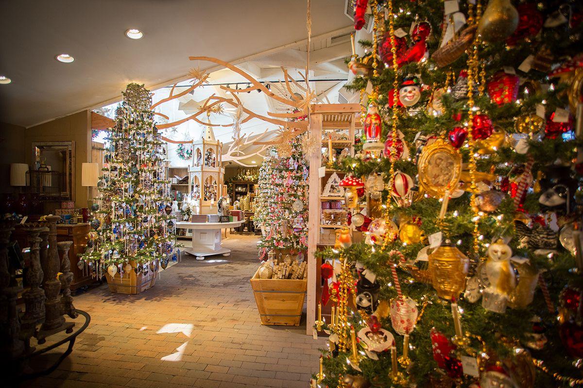 db100bd5666b8e6f844efbfa174b19af - When Does Rogers Gardens Decorated For Christmas