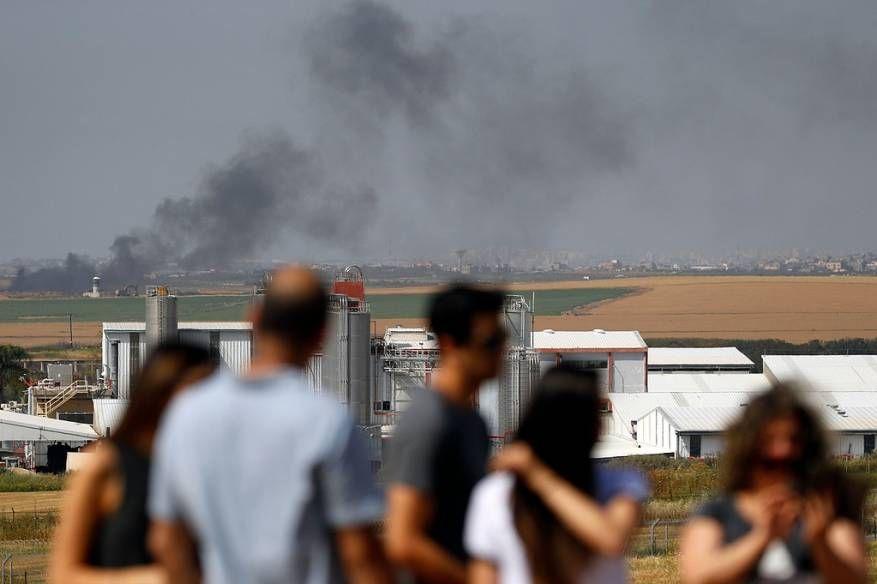 صور ميدل ايست مونيتور سينما في الهواء الطلق للمستوطنين لمشاهدة قنص الجنود للفلسطينيين الع ز ل سما الإخبارية Road Highway