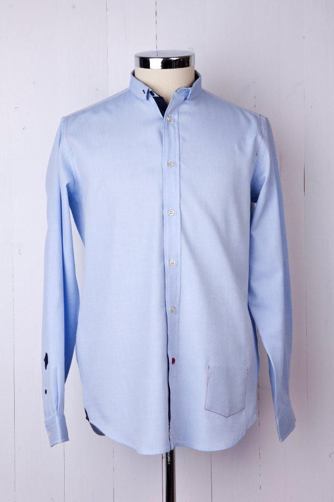 100% Luxury Royal Dobby cotton. It has a penny round b/d collar with contrasting buttons on collar, sleeve guard and bottom button. Contrasting fabric on inner front placket, sleeve guard and side vents.Inner pocket on left side as worn, with red thread on outer.Signature back pocket on reverse left side as worn