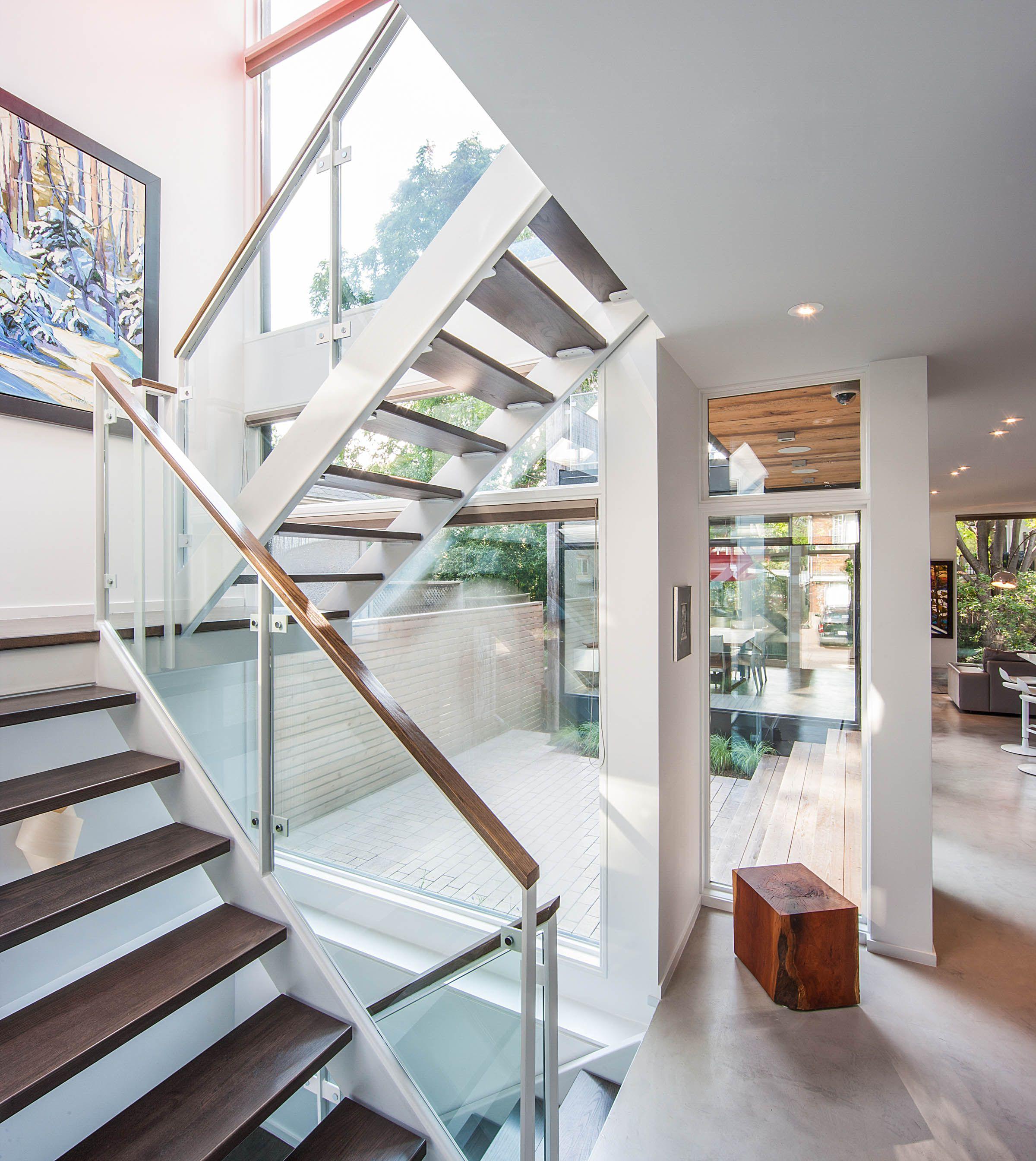 Escaleras vidriadas buscar con google escaleras for Escaleras casas modernas