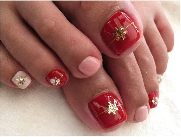 Another easy Christmas toenail idea is to paint the toenails a shimmery  red, and then get a glimmer green bottle of polish. Description from  bmodish.com. - 27 Holiday Fun Designs For Christmas Toe Nails! Christmas Toes