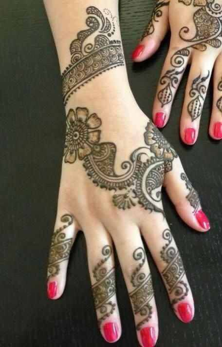 Image from http://entertainmentmesh.com/wp-content/uploads/2015/06/Latest-Hand-Mehndi-Designs.jpg.