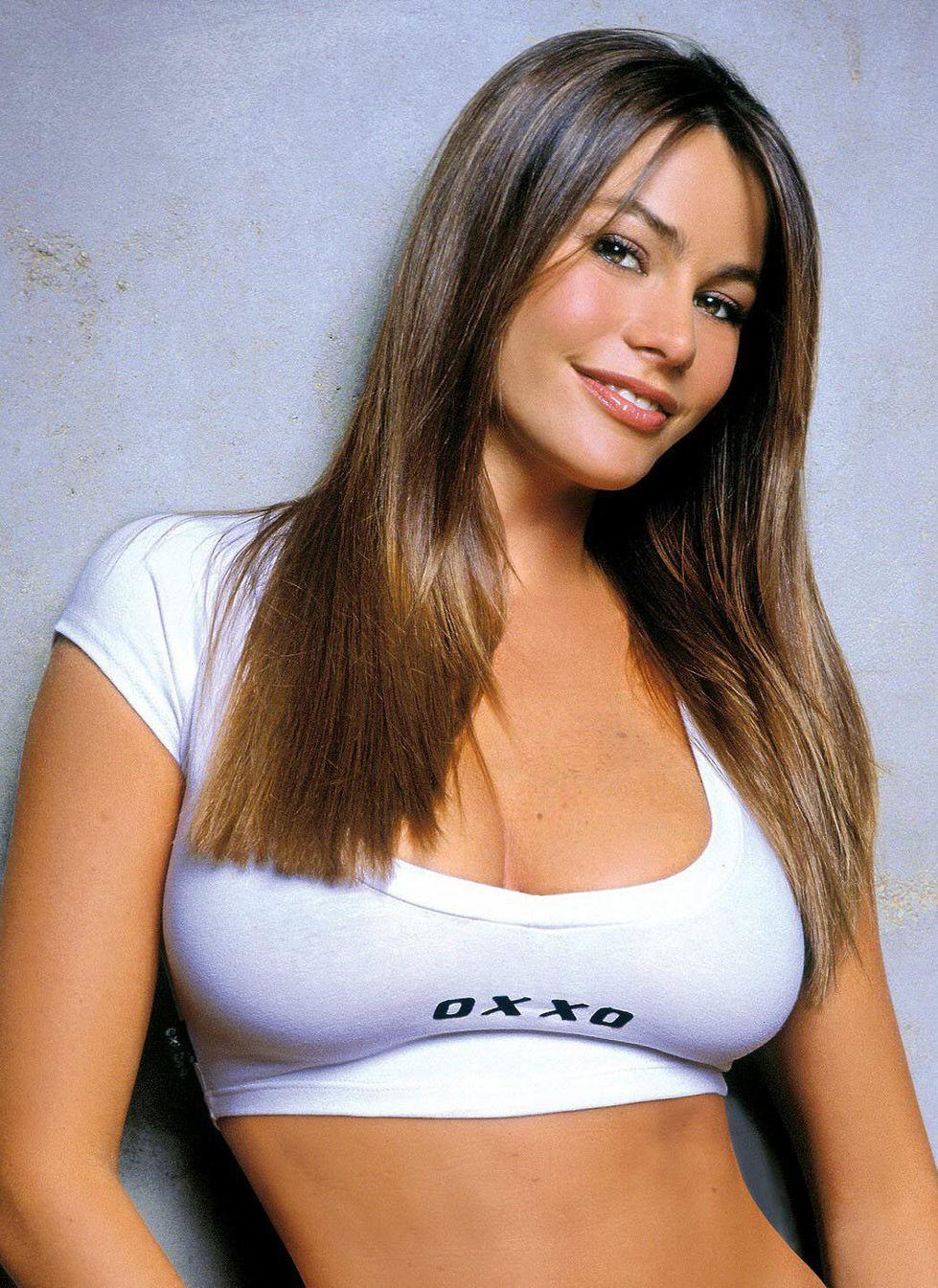 Sofia Vergara White Tshirt Looking Beautiful Mobile Wallpaper