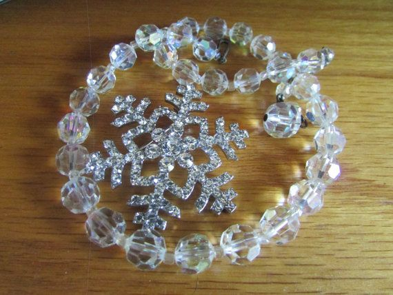 Crystal bead necklace flake